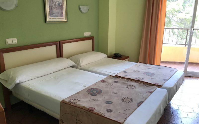 Habitación cómoda con dos camas Hotel Imperial cullera